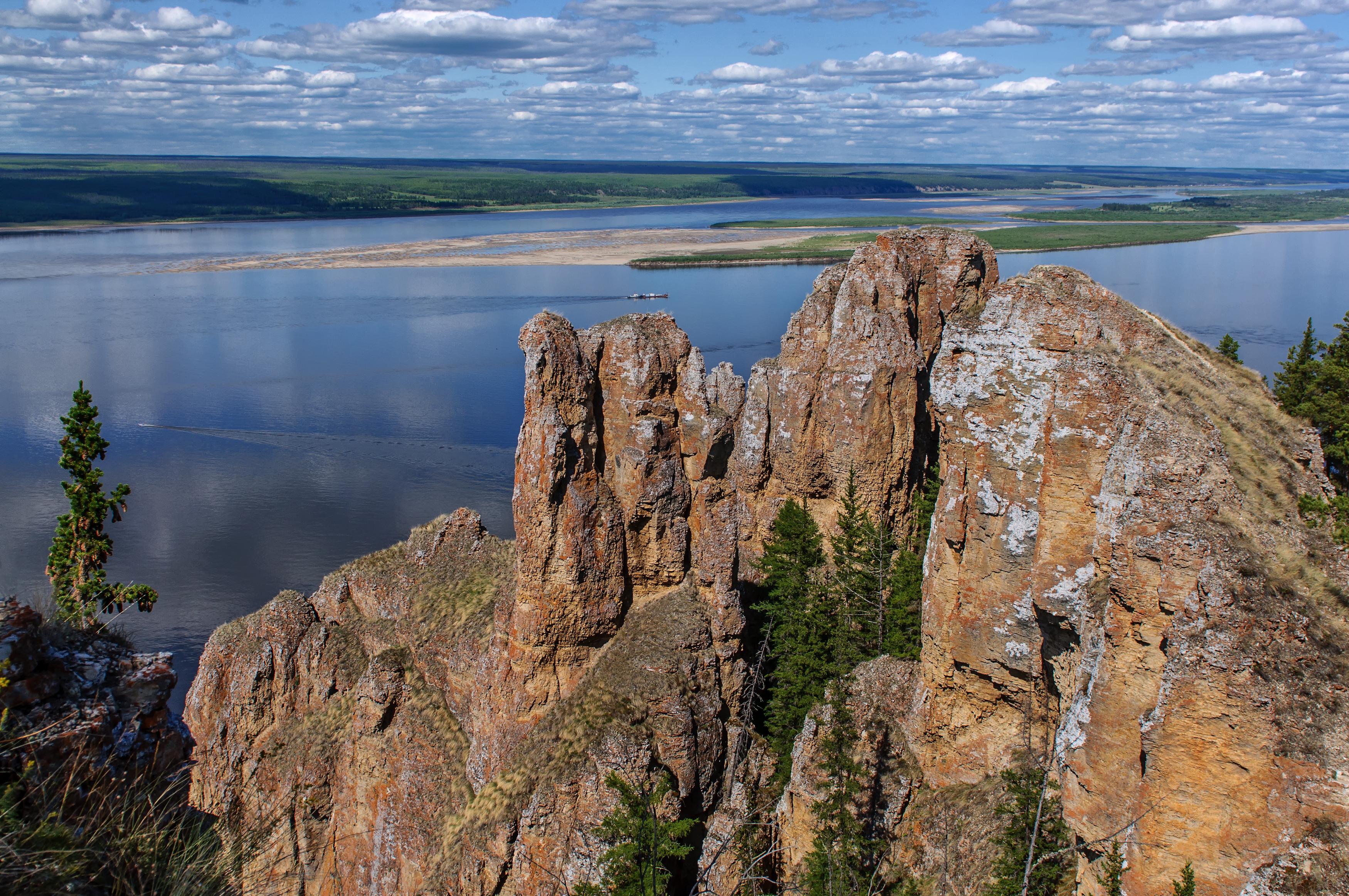 Foto van het uitzicht over de rivier de Lena, Republiek Sakha