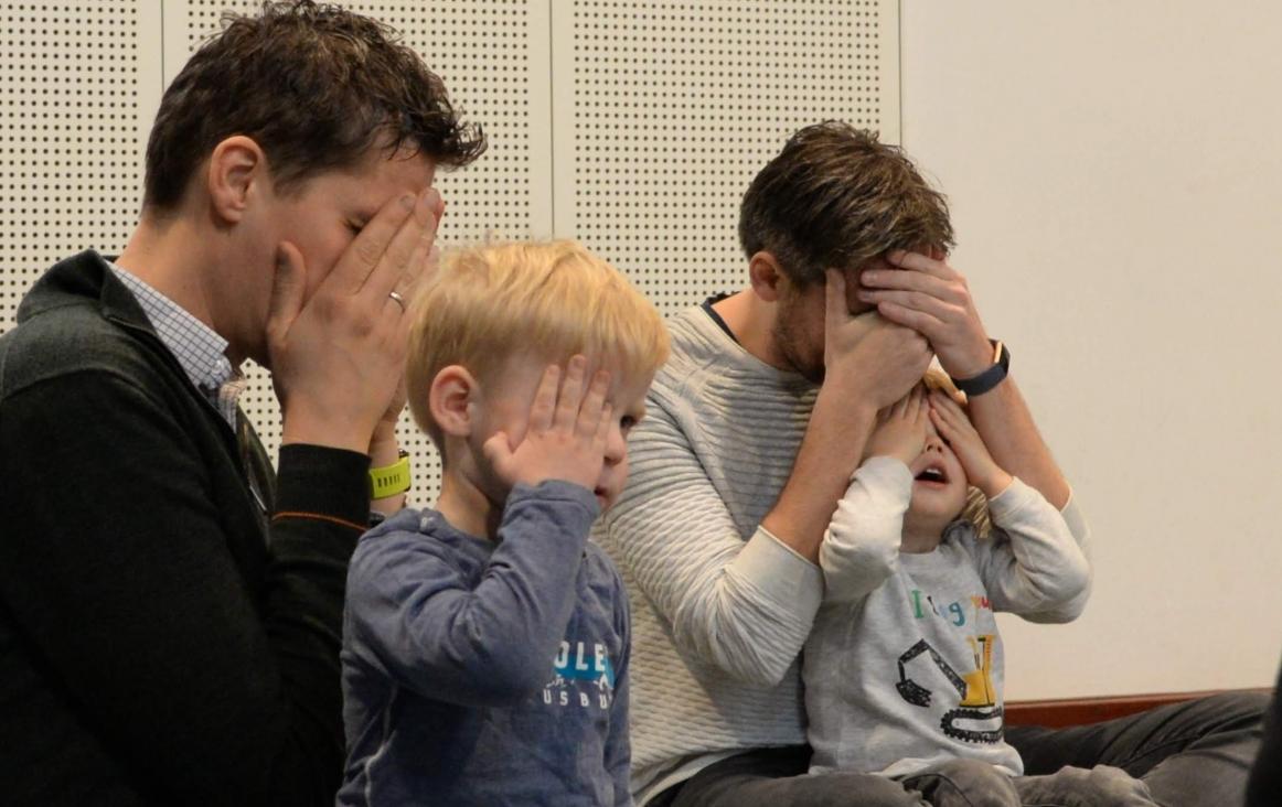 Foto metLEV-fotografie. Kinderen en ouders in de Voorschoolse Muziekeducatieles van José Retra