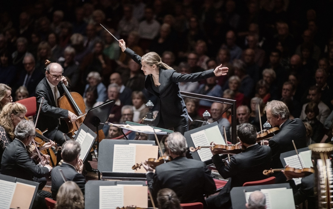 Dirigent Karina Cannelakis. © Marco Borggreve