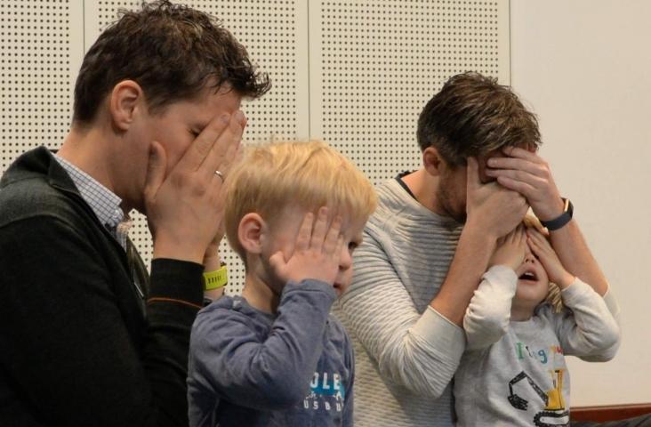 Foto metLEV-fotografie. Kinderen en ouders in de Muziek op Schootles van José Retra
