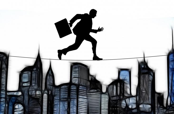 Acrobaat of spion? Afbeelding Gerd Altmann Pixabay