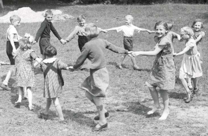 Rondedans bij een kinderlied